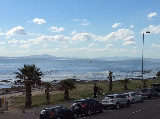 Dolphin Inn Guesthouse, Mouille Point: View from the balcony