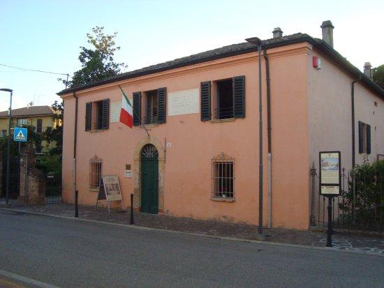 San Mauro Pascoli, Italia: Esterno casa Pascoli