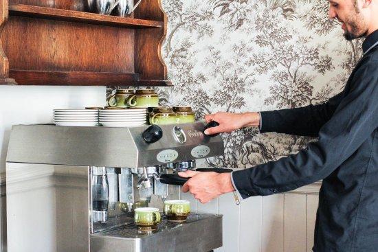 Longton, UK: Fresh Coffee ground to order