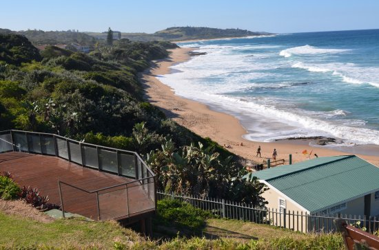 Umzumbe, South Africa: Lookout deck overlooking the beach