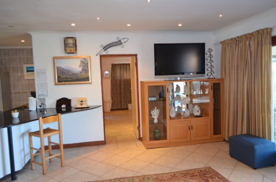 Umzumbe, South Africa: Lounge with dstv