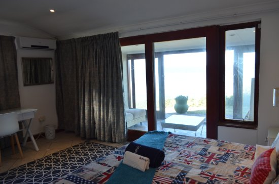 Umzumbe, South Africa: Large bedroom with outside area
