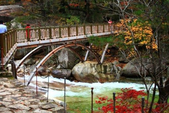 Dandong, จีน: Beautiful Mountain Kumgang