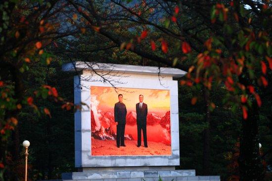 Dandong, จีน: Mountain Kumgang in end of Oct