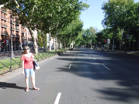 Paseo del Prado is sometimes closed to traffic at the weekend