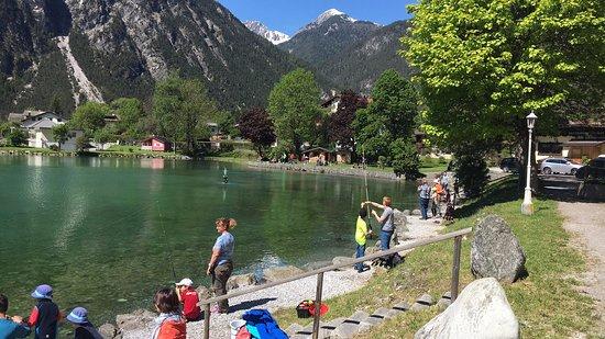 Kinderhotel Lärchenhof: zahlreiche Ausflugsziele zb. Fischen in Nassereith