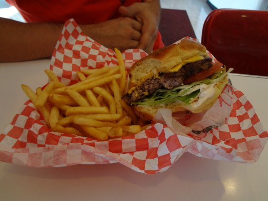 Ruby's Diner: yammi Burger!