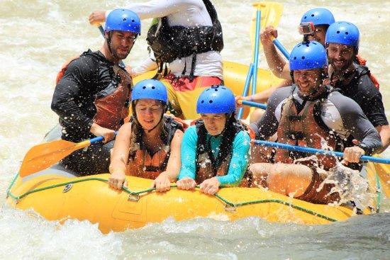 Amigos Del Rio : rafting down the Savegre River