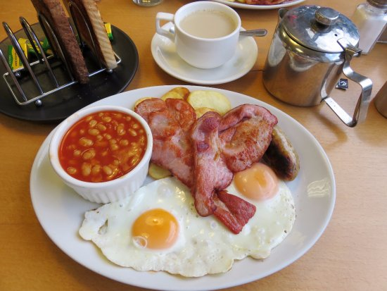 Billingshurst, UK: Full English Breakfast at Billy's on the Road (09/Sept/17).