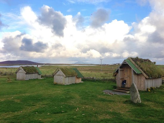 North Uist, UK: Three of the tractor sheds overlooking the coast and hills