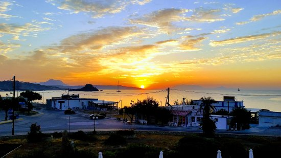 Kokalakis Beach Hotel: L'alba vista dalla nostra camera