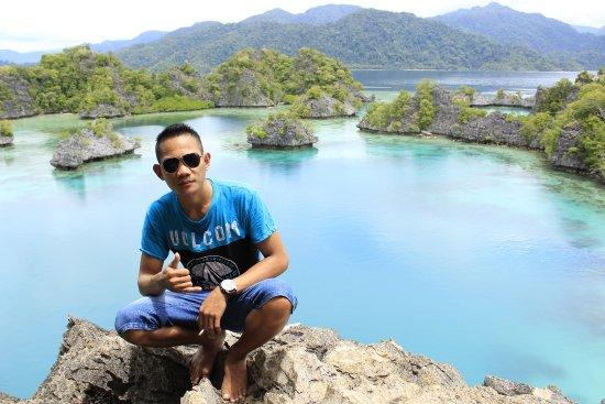 Central Sulawesi, Indonesien: Pose kenangan sebelum meninggalkan pulau Khayangan Sombori