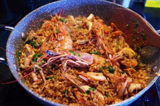 Cinigiano, Italien: paella con il pesce fresco della costa maremmana