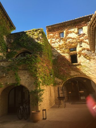 Castillon-du-Gard, France: Amazing hotel and some food from our lunch !
