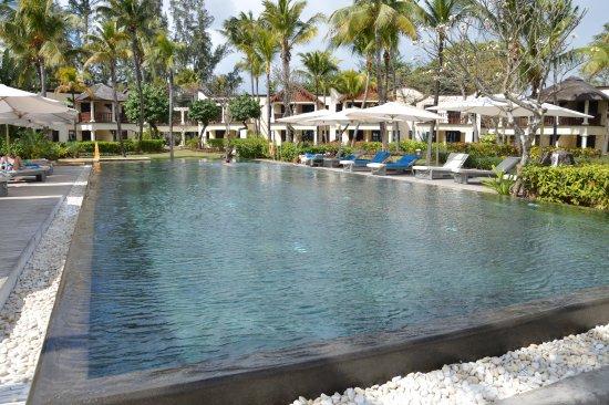 piscine d 39 eau sal e d bordement bild von hilton mauritius resort spa flic en flac. Black Bedroom Furniture Sets. Home Design Ideas