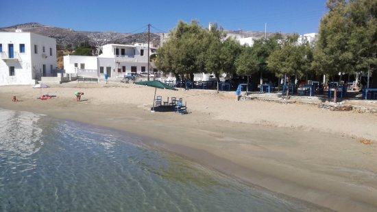 Moutsouna, Greece: la spiaggia appena arrivi