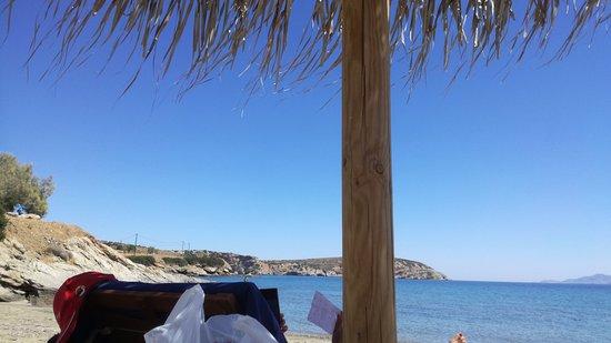 Moutsouna, Greece: più in là sulla destra davanti al ristorante ostria.