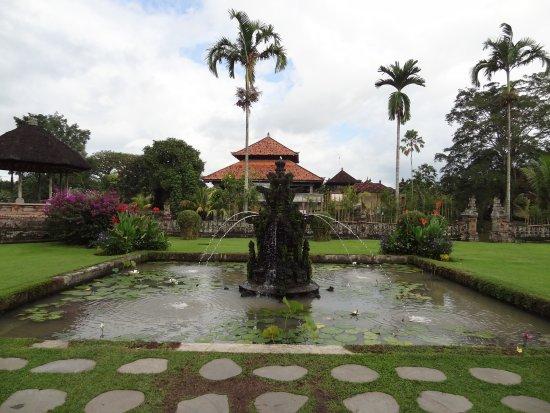 Mengwi, Indonésie : Fontaine