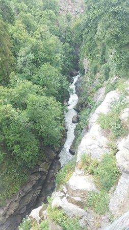 Aymavilles, Italia: cascata