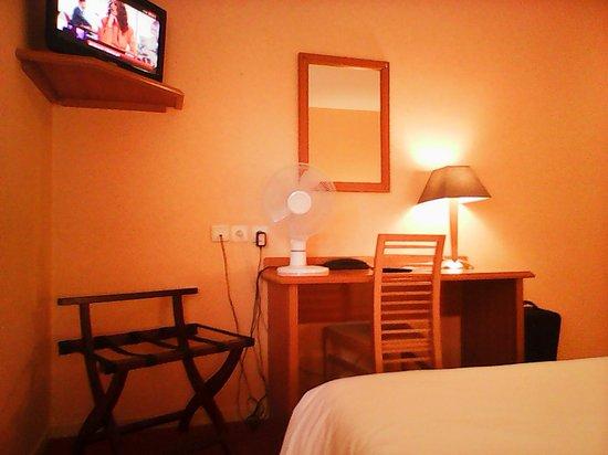 Hotel-Restaurant Ambotel: Chambre