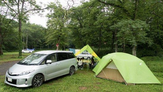 Togakushi Camping Area : 雨天用のレイアウトですが、区画サイトでは無理かも。