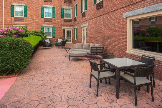 Courtyard Boston Lowell/Chelmsford : Terrace