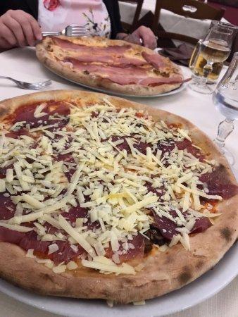 Montalbano Elicona, Italy: Quella in fondo ha l'impasto speciale!