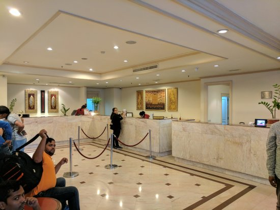 Ramada by Wyndham D MA Bangkok: The reception and lobby area