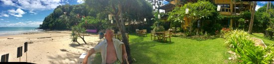 Phra Nang Lanta by Vacation Village: Lunch in the garden beside the sea!