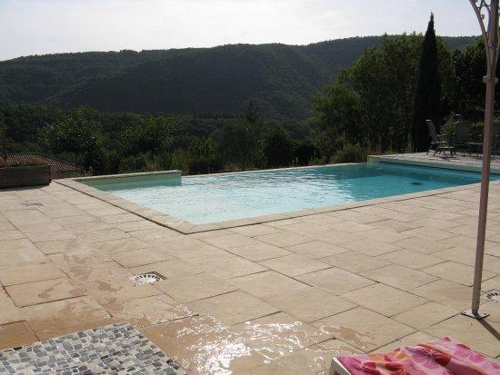 Esoace piscine photo de le clos des oeillades millau for Piscine clos d or grenoble