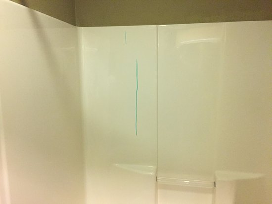 Pine Bluff, أركنساس: Stains in the bathroom