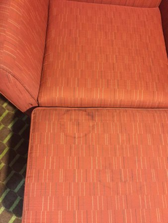 Pine Bluff, أركنساس: Stains on the furniture