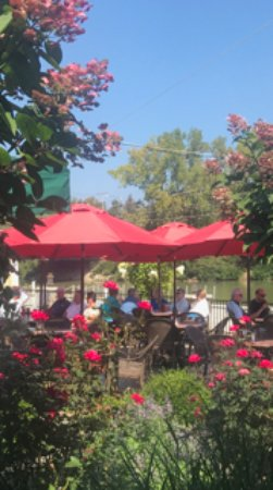 Willoughby, OH: The Patio!