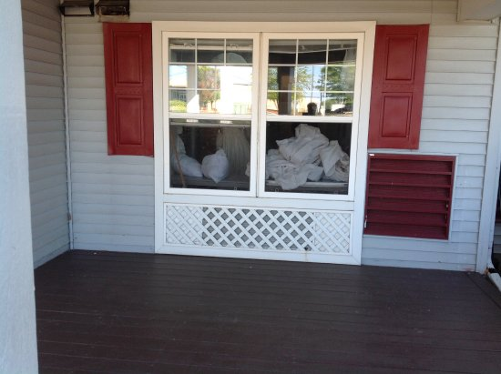 Waunakee, WI: Front entry window filled with linen - clean or dirty?!?