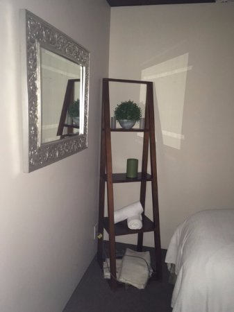 Amba Spa At Horseshoe Resort: Decor In Treatment Room