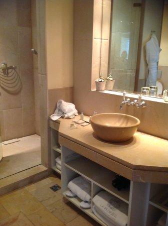 Gran Hotel La Florida: Beautiful large bathroom