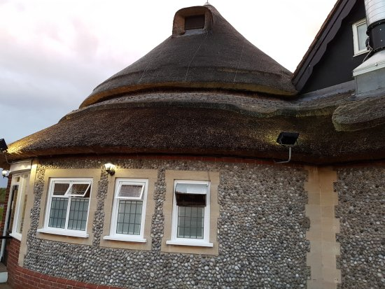 Acle, UK: Side view of the restaurant