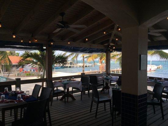 SunBreeze Hotel: Restaurant