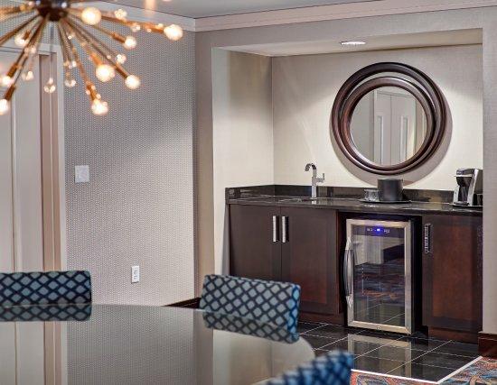 Mystic Lake Casino Hotel: Luxury Suite Dining