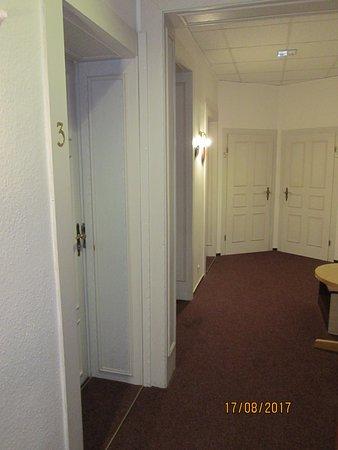 Novalis Hotel: Общий коридор