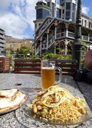 Mystic Masala: Riz frit et nan sur le port
