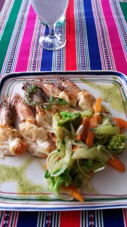 Playa Coronado, Panama : Grilled shrimp and sauteed vegetables