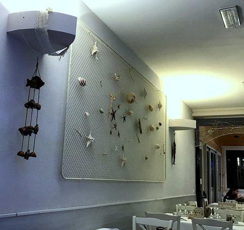 Arredamento in stile marinaro picture of mare mosso for Arredo bagno marinaro