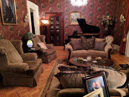 Allegiance Bed and Breakfast: General Sitting Room