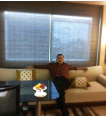 Gran Melia Jakarta: luxurious room with beautiful city view at night