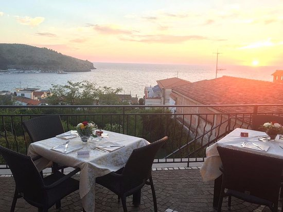 la nostra terrazza vista mare - Picture of Il Vicoletto Wines ...