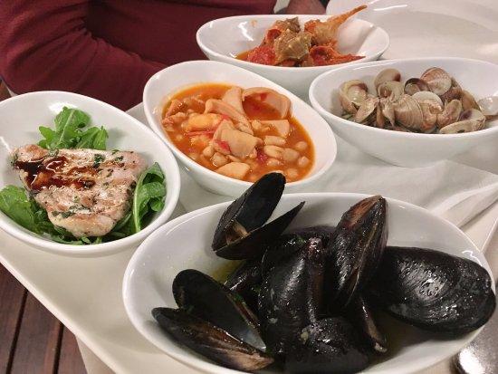 Antipasto misto di pesce caldo foto di ristorante giardino