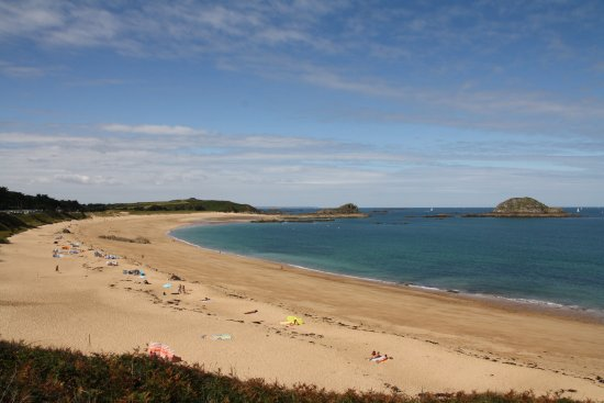 Saint-Coulomb, France : Strand rechts.