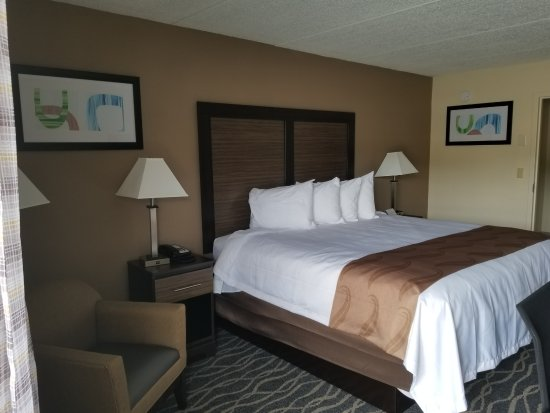 Forest City, NC: King size bed
