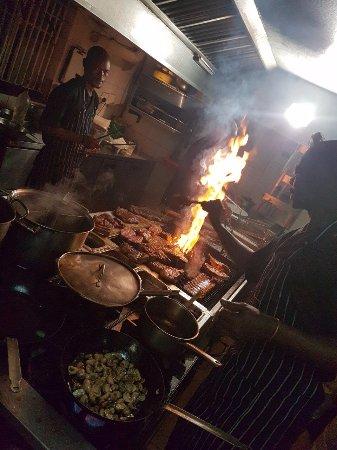 The Local Grill: cozinha
